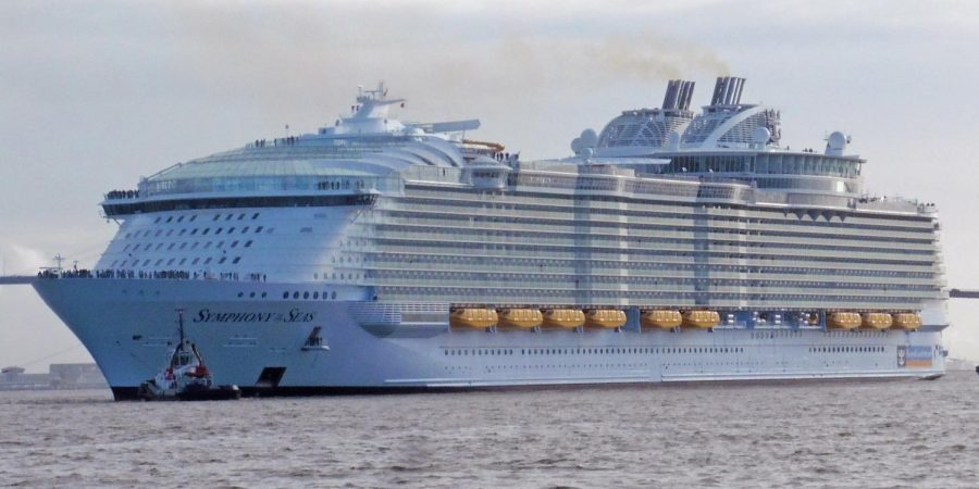 The+Symphony+of+the+Seas+is+the+latest+in+the+super-sized+cruise+ships.+It+can+accommodate+over+6%2C500+passengers.