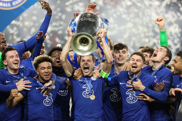 Chelsea players celebrate their Premier Champions League championship after beating Manchester City 1-0.