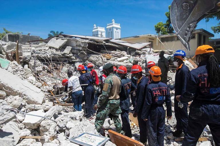 Search+and+rescue+workers+search+the+rubble+for+survivors+amid+the+devastation+of+Haitis+Aug.+14%2C+2021%2C+earthquake.